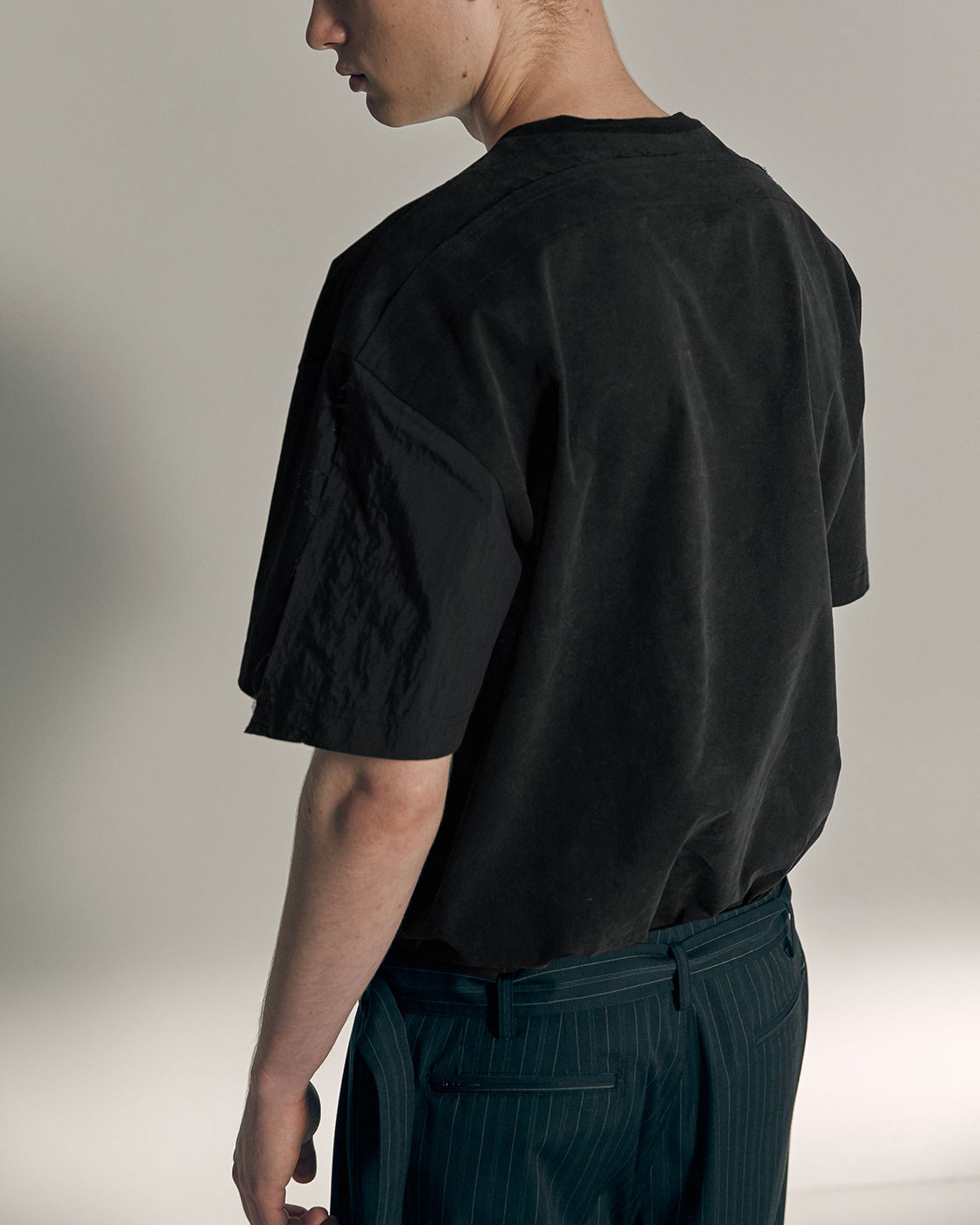 Black Seamout Plain Woven Top